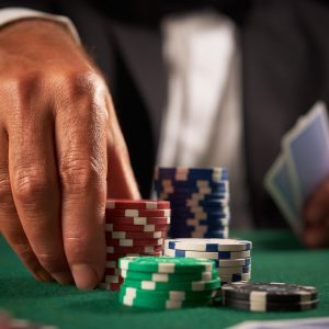 Various Online Poker Playing Rules That Must Be Mastered Before Playing